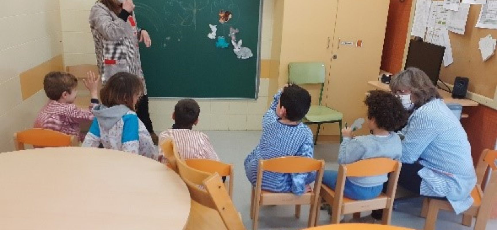 El conte sensorial a l'aula de vermells.